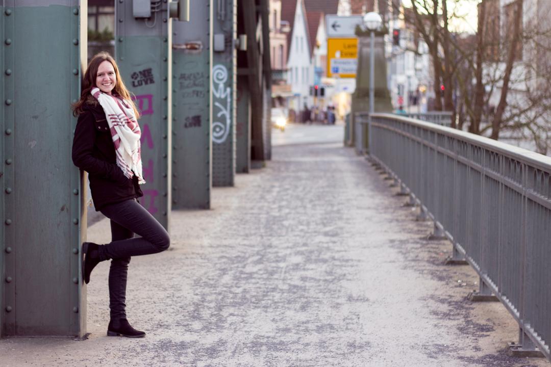 Ganzkörperaufnahme Annika Brücke Fluchtpunkt