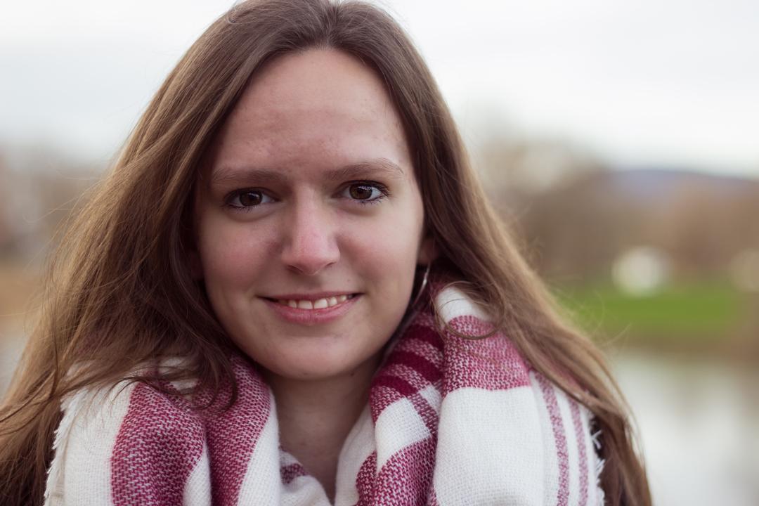 Portrait Annika Close Up Brücke Fluss