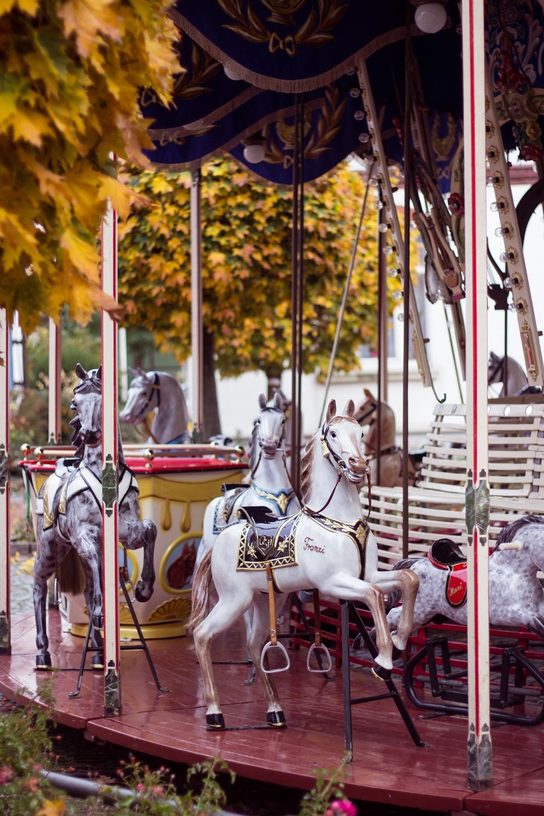 Kirmes Pferd Karussell -6623