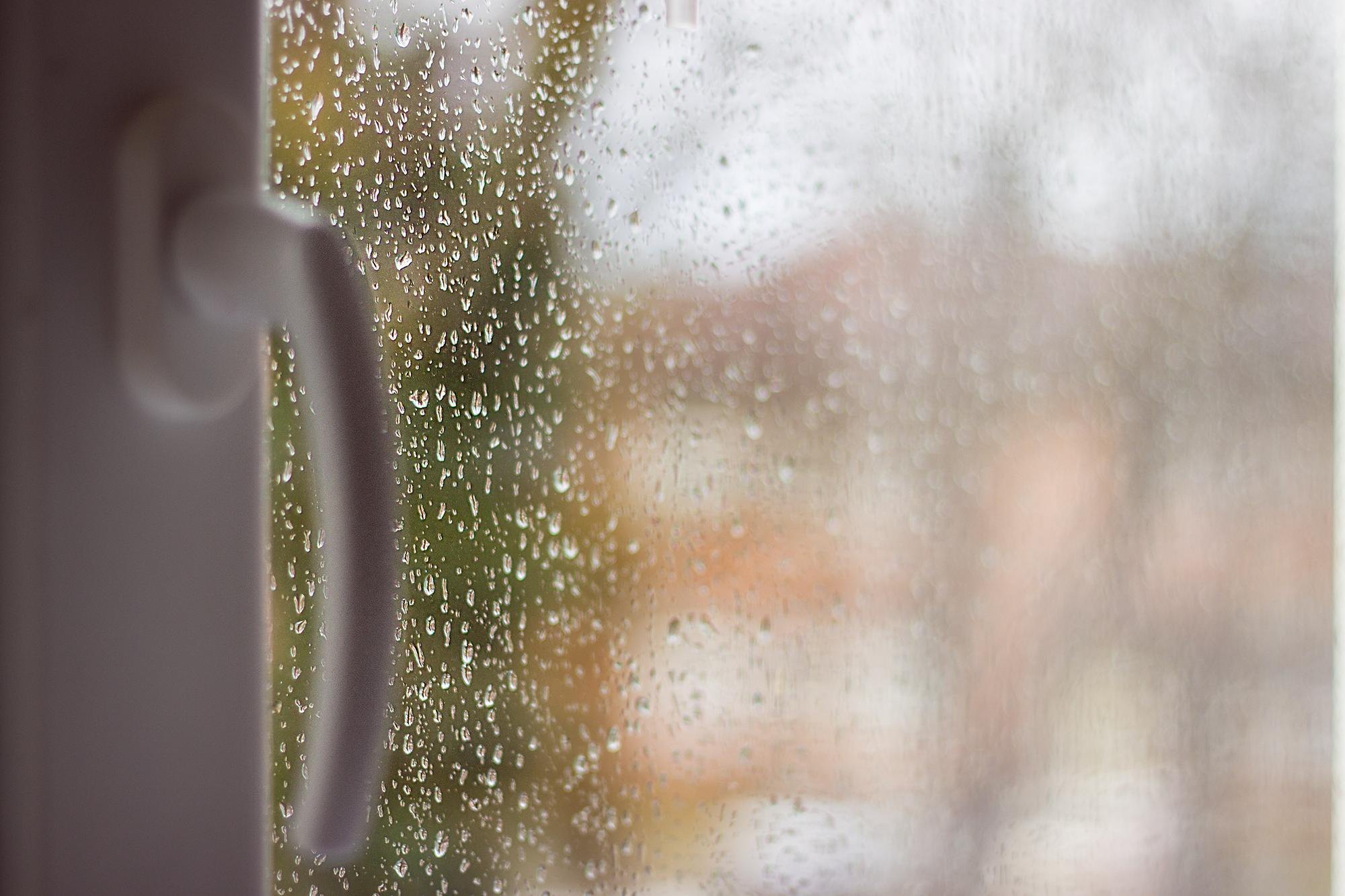 Fotografie bei Regen - Regentropfen an Fenster
