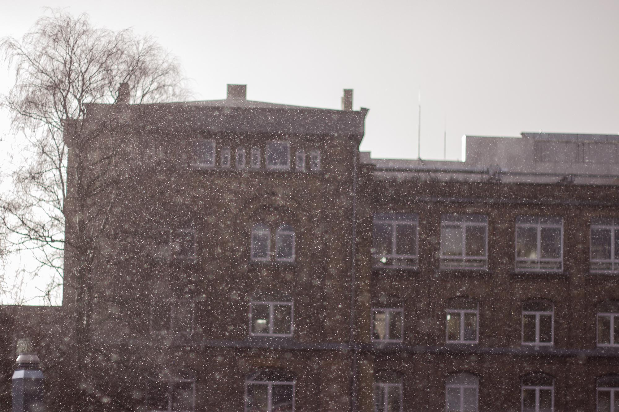 Fotografie bei Regen - Haus hinter Hagel