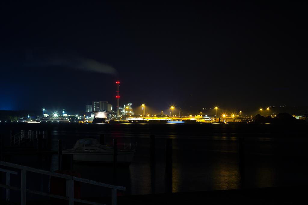 Langzeitbelichtung Hafenlinie