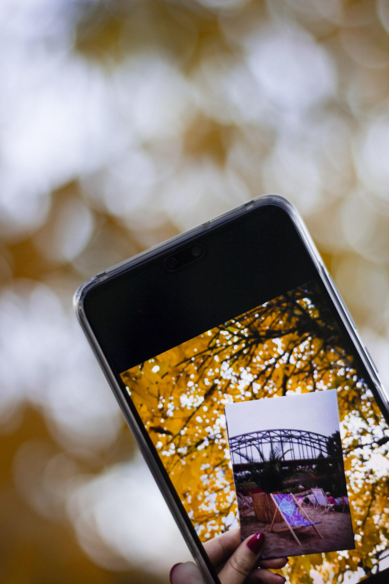 Bilder richtig ausdrucken im Fotofachgeschäft mit Smartphone