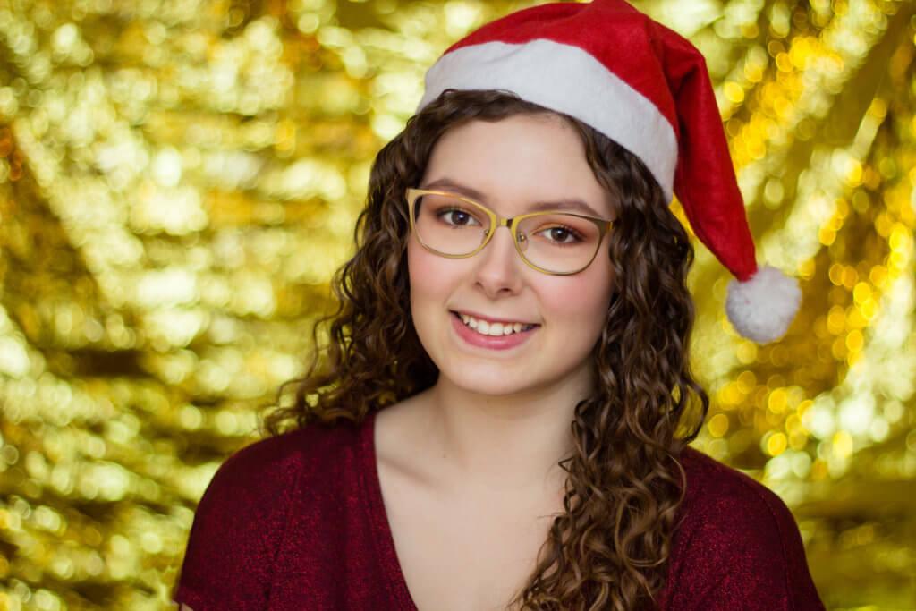 Weihnachtliche Portraits mit Rettungsdecke in gold